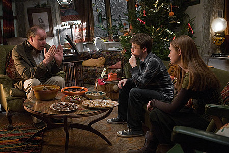 (L-R) Director DAVID YATES on the set with DANIEL RADCLIFFE as Harry Potter and BONNIE WRIGHT as Ginny Weasley